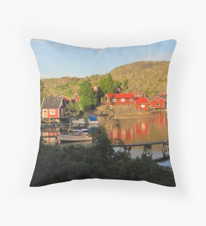 Old island in fine condition Throw Pillow
