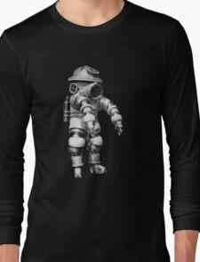 Vintage retro deep sea diver Long Sleeve T-Shirt