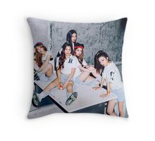 red velvet the red Throw Pillow