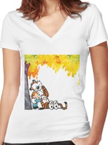 Calvin and Hobbes Under Tree Women's Fitted V-Neck T-Shirt