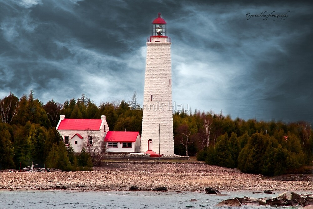 Cove Island Lighthouse - Ontario by Yannik Hay