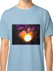 Californian Sunset: roof tops and pine trees Classic T-Shirt
