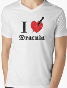 I love (to kill) Dracula (black font eroded) Mens V-Neck T-Shirt
