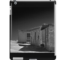 WHITE SCREEN DOOR iPad Case/Skin