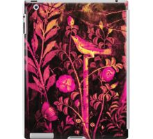 POMPEII COLLECTION NIGHTINGALE WITH PINK ROSES iPad Case/Skin