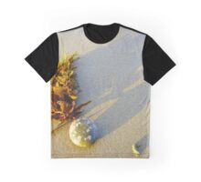Seaweed stuck on stone Graphic T-Shirt