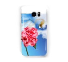 Chow Time for this Honey Bee   Samsung Galaxy Case/Skin