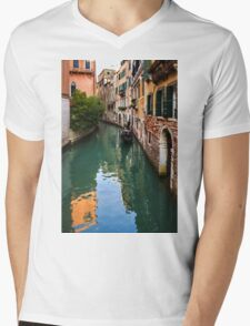 Impressions of Venice - Green Reflections and a Gondola Mens V-Neck T-Shirt