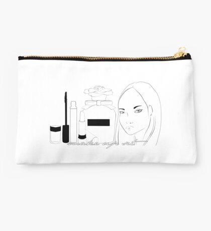 oriental girl and cosmetic set Studio Pouch