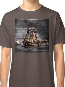 World's oldest commissioned warship afloat - USS CONSTITUTION Classic T-Shirt