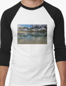 Palm Trees, Crystal Clear Lagoon Water and Tropical Fish Men's Baseball ¾ T-Shirt