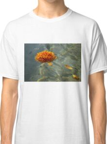 Liquid Rainbows – Chrysanthemum Blossom Floating in the Sunshine Classic T-Shirt