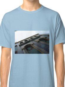 Muslin mosque facade with decorative mosaic. Classic T-Shirt