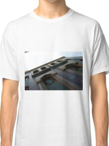 Muslin mosque facade with decorative mosaic. Classic T-Shirt