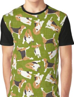 beagle scatter green Graphic T-Shirt