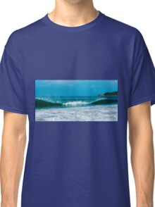 Byron beach waves Classic T-Shirt
