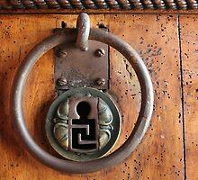 Maison Carrée keyhole by Chris Allen