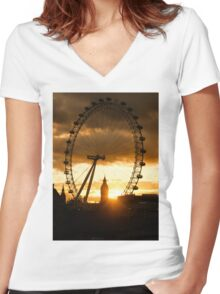Framing the Sunset in London - the London Eye and Big Ben  Women's Fitted V-Neck T-Shirt