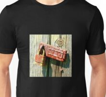 rusty padlock Unisex T-Shirt