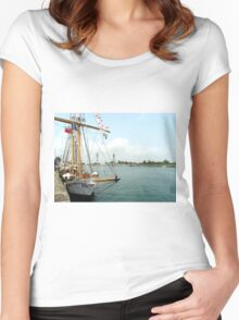 On pier Women's Fitted Scoop T-Shirt