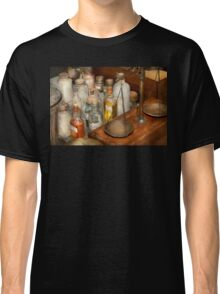 Doctor - Field medical kit Classic T-Shirt