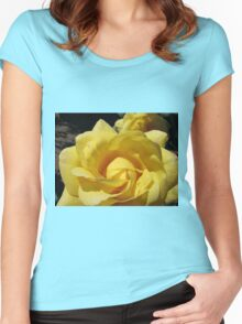 Golden Rose Macro Women's Fitted Scoop T-Shirt