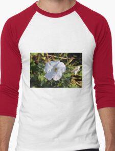 White flower in the grass. Men's Baseball ¾ T-Shirt