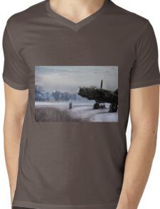 Time to go: Lancasters on dispersal Mens V-Neck T-Shirt
