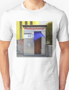 Old photo booth in Berlin, Germany (Fotoautomat) T-Shirt