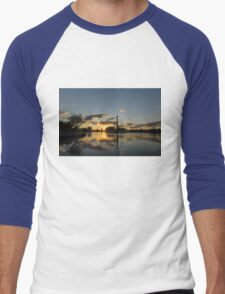 Fire in the Sky - Skyscrapers and the Beaches Marina Men's Baseball ¾ T-Shirt
