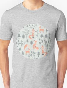 Seamless pattern with fox in winter forest T-Shirt