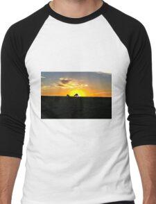Silhouette of Kangaroos at  Sunset Men's Baseball ¾ T-Shirt