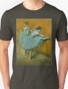 Edgar Degas - Dancers at the Barre ( 1900) Impressionism  ballerina dancers Unisex T-Shirt