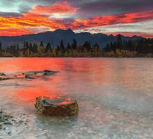 Scarlet Sunrise - Queenstown New Zeland by Beth  Wode