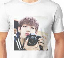 taehyung v bts Unisex T-Shirt