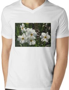 Sparkling, Fabulous White Narcissus with a Touch of Red Mens V-Neck T-Shirt
