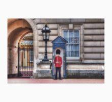 Buckingham Palace Queens Guard Kids Tee