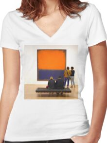 PEOPLE AT AN EXHIBITION Women's Fitted V-Neck T-Shirt
