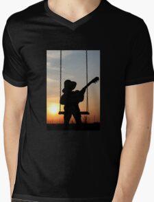 Toddler playng guitar during sunset - Silhouette Mens V-Neck T-Shirt