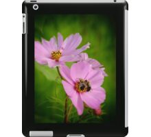pair of bees on purple flowers with green background iPad Case/Skin