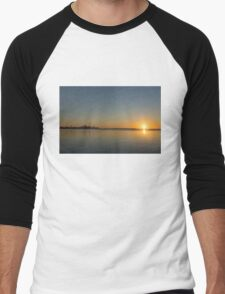 Bright and Early - Toronto Morning with a Terrific Sunrise Men's Baseball ¾ T-Shirt