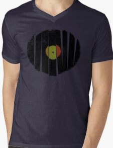 Cool Broken Vinyl Record Grunge Vintage Mens V-Neck T-Shirt