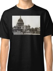 St Paul's Cathedral in the 1940s Classic T-Shirt