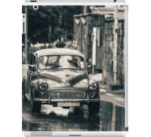 RetroMobile. Morris Minor. Vintage Monochrome iPad Case/Skin
