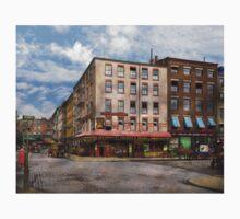 City - New York NY - Fraunce's Tavern 1890 Kids Tee