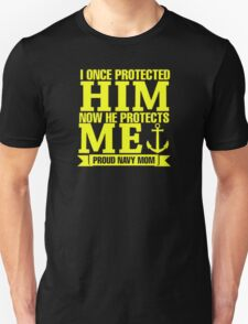 I Once Protected Him Now He Protects Me Proud Navy Mom Unisex T-Shirt