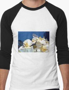 White plastic flowers. Men's Baseball ¾ T-Shirt