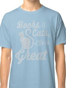 BOOKS AND CATS, LIFE IS GREAT Classic T-Shirt