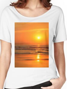 Sun in the beach at sunset Women's Relaxed Fit T-Shirt
