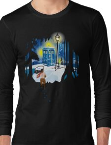 The Lion, The Doctor, and the Tardis (on Dark) Long Sleeve T-Shirt